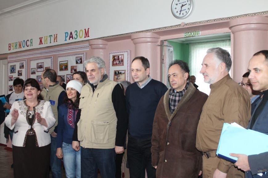 Комиссар Европейского Союза посетил Бахмут, фото-2