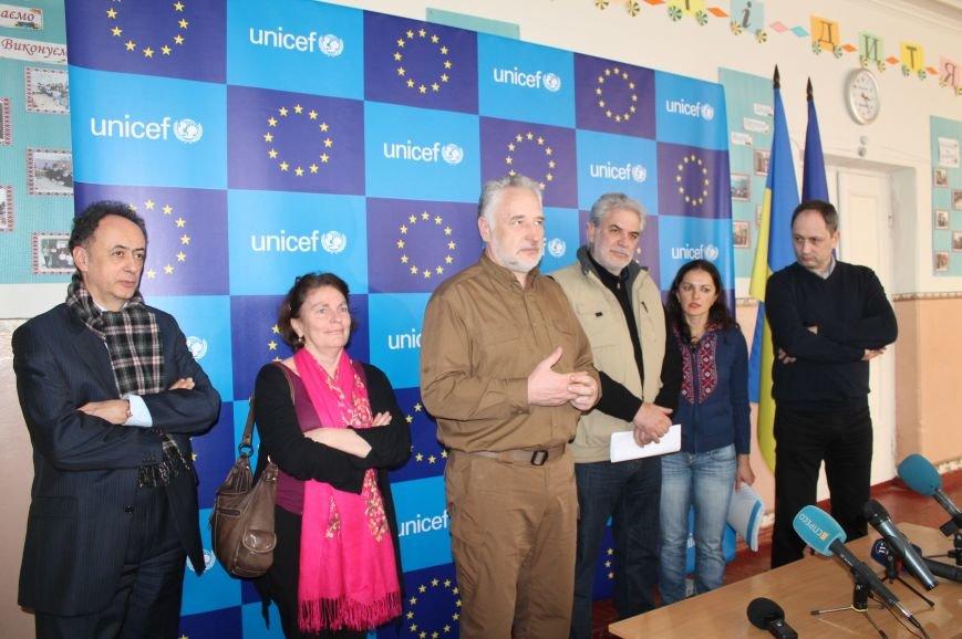 Комиссар Европейского Союза посетил Бахмут, фото-11