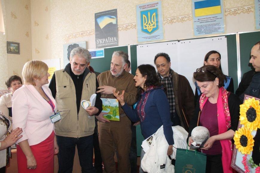 Комиссар Европейского Союза посетил Бахмут, фото-8
