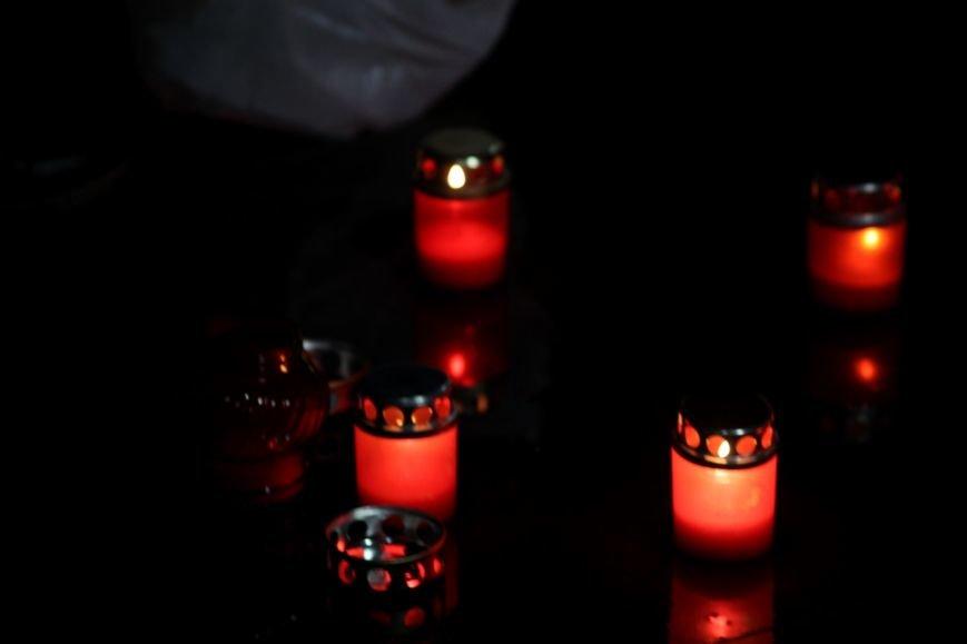 """""""Герої не вмирають"""": в Ужгороді на Театральній вшанували Небесну сотню (Фоторепортаж), фото-12"""
