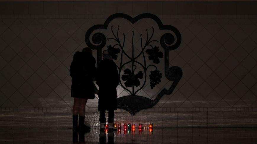 """""""Герої не вмирають"""": в Ужгороді на Театральній вшанували Небесну сотню (Фоторепортаж), фото-5"""
