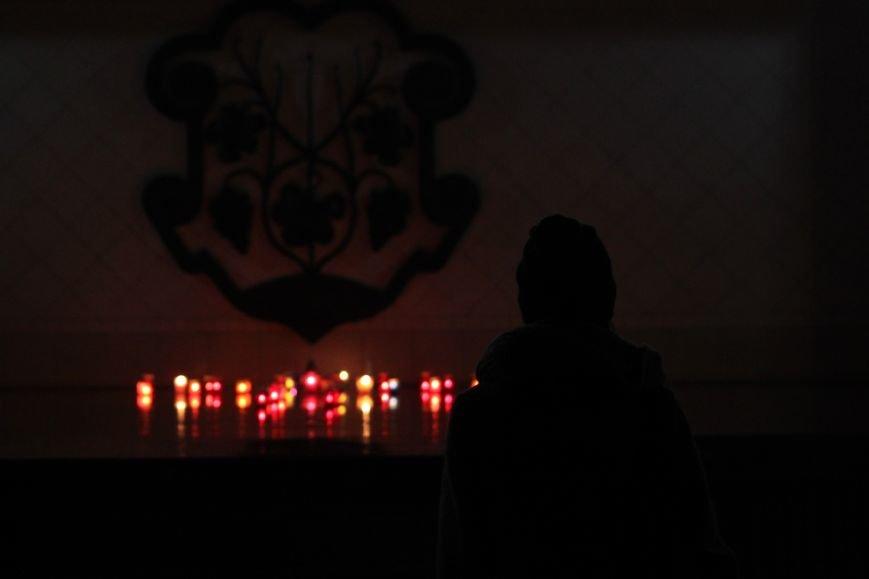 """""""Герої не вмирають"""": в Ужгороді на Театральній вшанували Небесну сотню (Фоторепортаж), фото-1"""