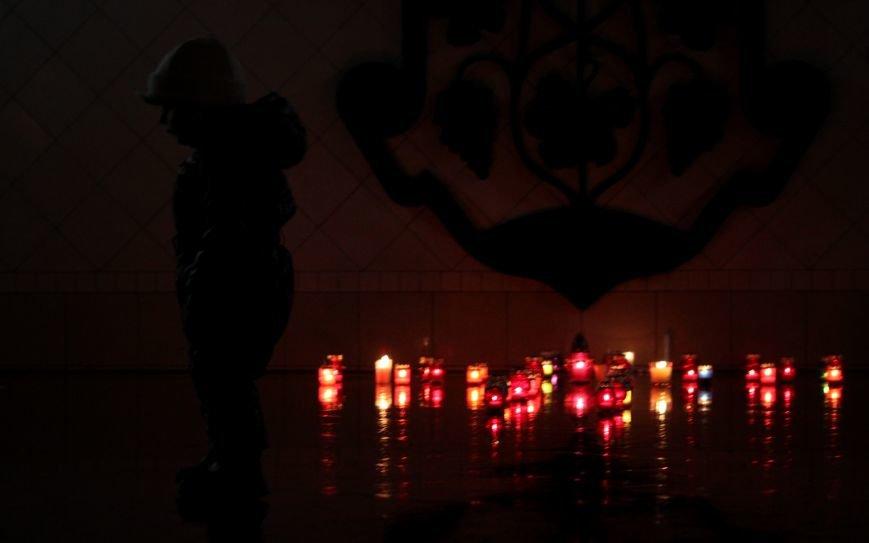 """""""Герої не вмирають"""": в Ужгороді на Театральній вшанували Небесну сотню (Фоторепортаж), фото-9"""