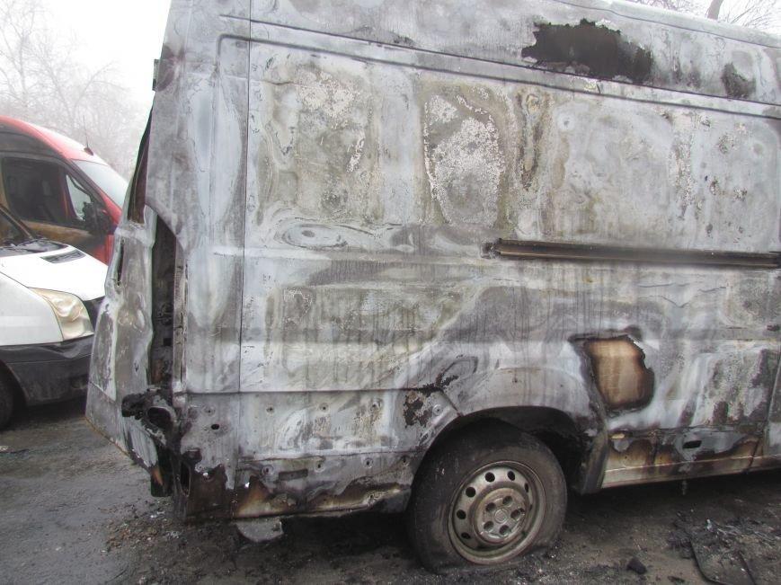 В Мариуполе ночью подожгли катафалк и 6 автомобилей (ФОТО+ВИДЕО), фото-3