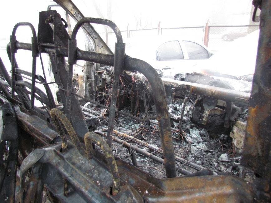 В Мариуполе ночью подожгли катафалк и 6 автомобилей (ФОТО+ВИДЕО), фото-4