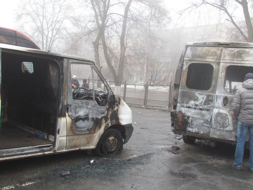 В Мариуполе ночью подожгли катафалк и 6 автомобилей (ФОТО+ВИДЕО), фото-6