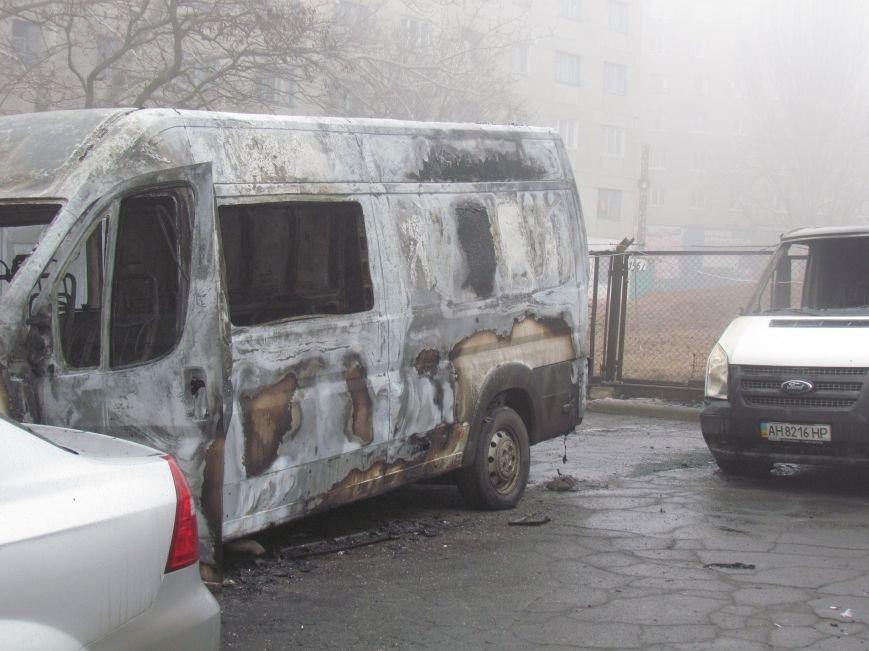В Мариуполе ночью подожгли катафалк и 6 автомобилей (ФОТО+ВИДЕО), фото-9