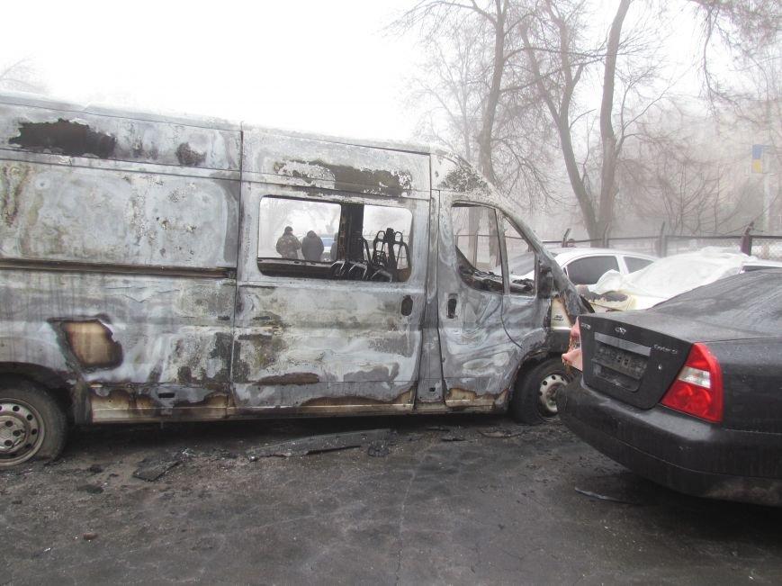 В Мариуполе ночью подожгли катафалк и 6 автомобилей (ФОТО+ВИДЕО), фото-5