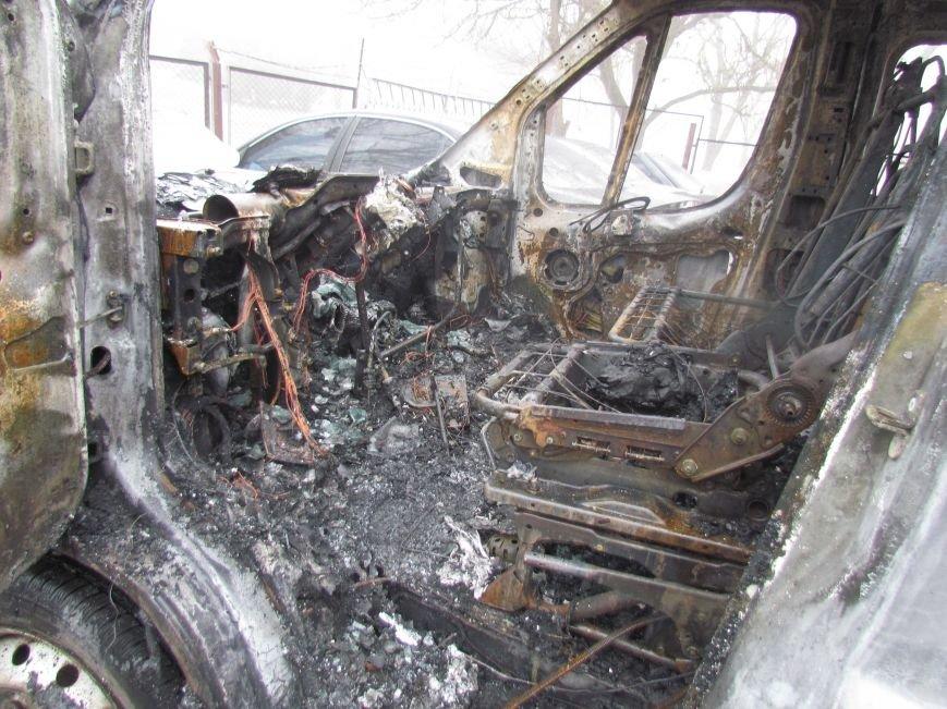 В Мариуполе ночью подожгли катафалк и 6 автомобилей (ФОТО+ВИДЕО), фото-2