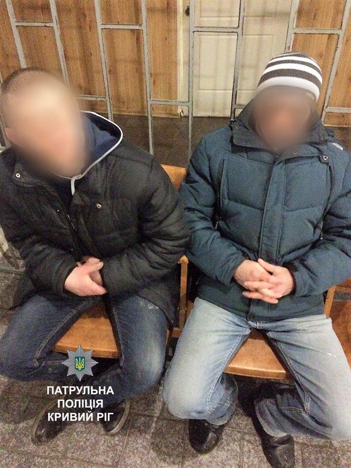 """Двое грабителей напали на криворожанку, а потом выбросили часть """"наживы"""" (ФОТО), фото-3"""