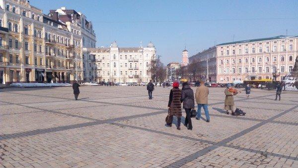 На Софийской площади коммунальщики хитростью установили полусферы (ФОТО), фото-1