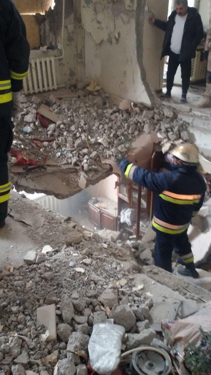 В разрушенной взрывом авдеевской многоэтажке полным ходом идут восстановительные работы (ФОТОФАКТ), фото-4