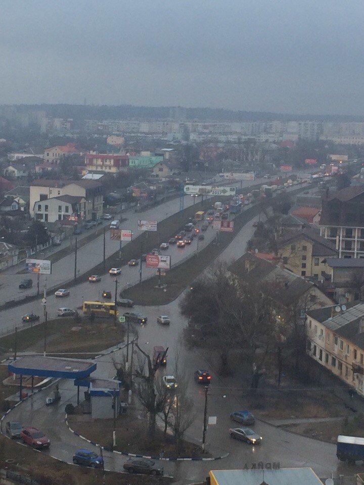В Симферополе маршрутка объезжала пробку по разделительной полосе и увязла в грязи (ФОТО), фото-2