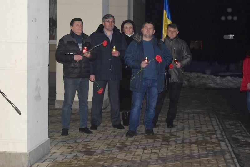 В Северодонецке возложили цветы к  импровизированному памятнику Героям Небесной сотни (фото), фото-3
