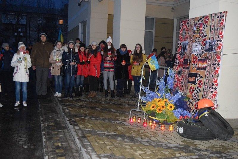 В Северодонецке возложили цветы к  импровизированному памятнику Героям Небесной сотни (фото), фото-2