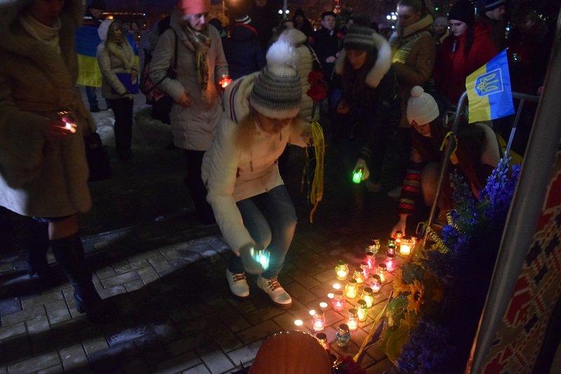 В Северодонецке возложили цветы к  импровизированному памятнику Героям Небесной сотни (фото), фото-4