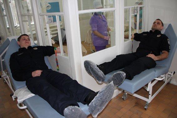Черниговские полисмены сдали кровь для раненых бойцов, фото-3