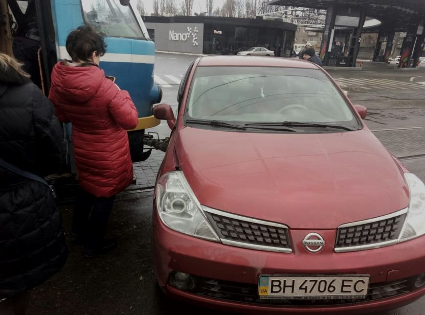 В Одессе трамвай на ходу протаранил легковушку (ФОТО), фото-1
