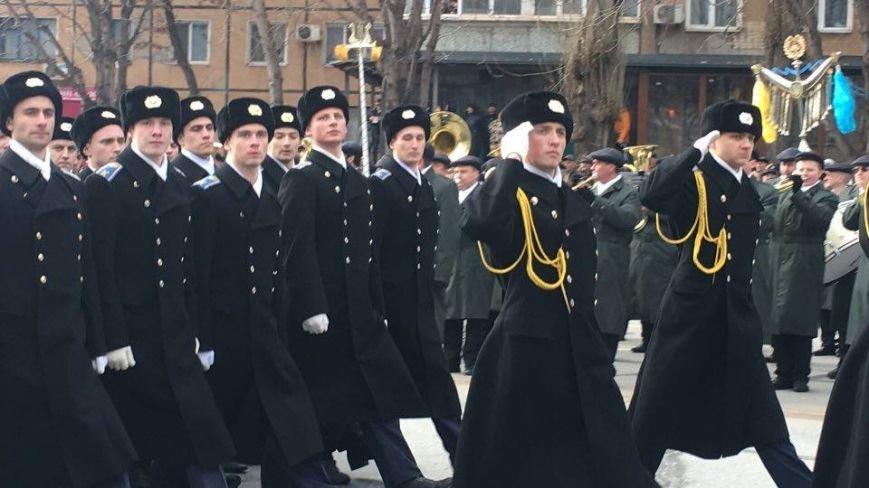 В Кривом Роге возложили цветы к мемориалам погибших героев и провели парад (ФОТО), фото-20