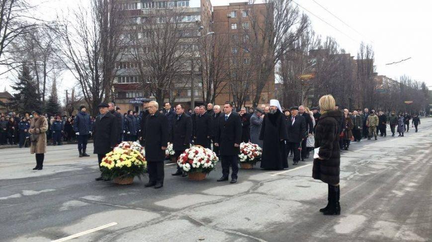 В Кривом Роге возложили цветы к мемориалам погибших героев и провели парад (ФОТО), фото-12