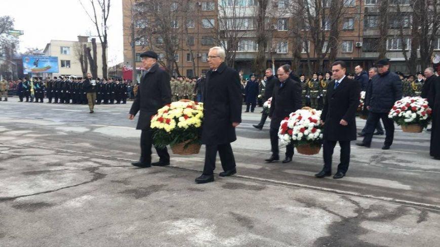 В Кривом Роге возложили цветы к мемориалам погибших героев и провели парад (ФОТО), фото-10