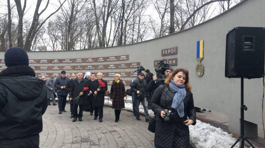 В Кривом Роге возложили цветы к мемориалам погибших героев и провели парад (ФОТО), фото-4