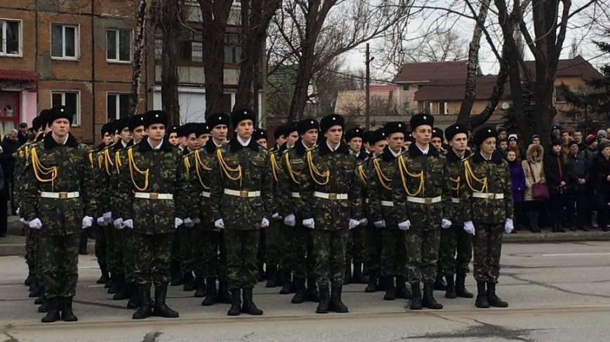 В Кривом Роге возложили цветы к мемориалам погибших героев и провели парад (ФОТО), фото-19