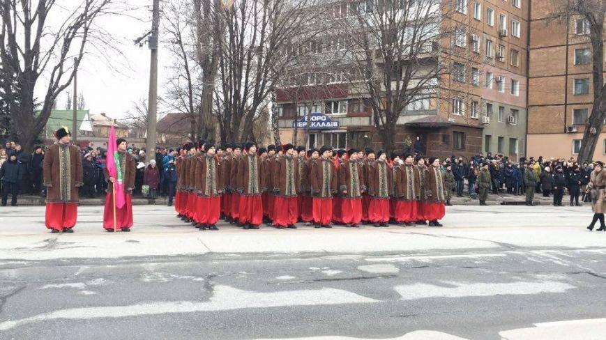 В Кривом Роге возложили цветы к мемориалам погибших героев и провели парад (ФОТО), фото-21