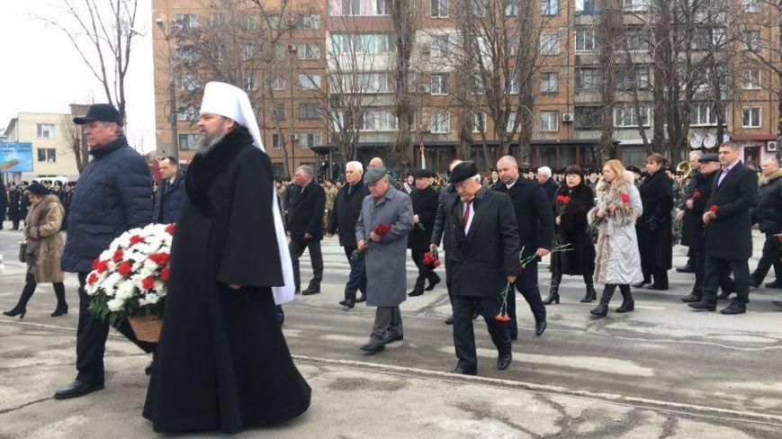 В Кривом Роге возложили цветы к мемориалам погибших героев и провели парад (ФОТО), фото-11