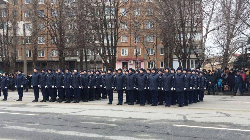 В Кривом Роге возложили цветы к мемориалам погибших героев и провели парад (ФОТО), фото-17