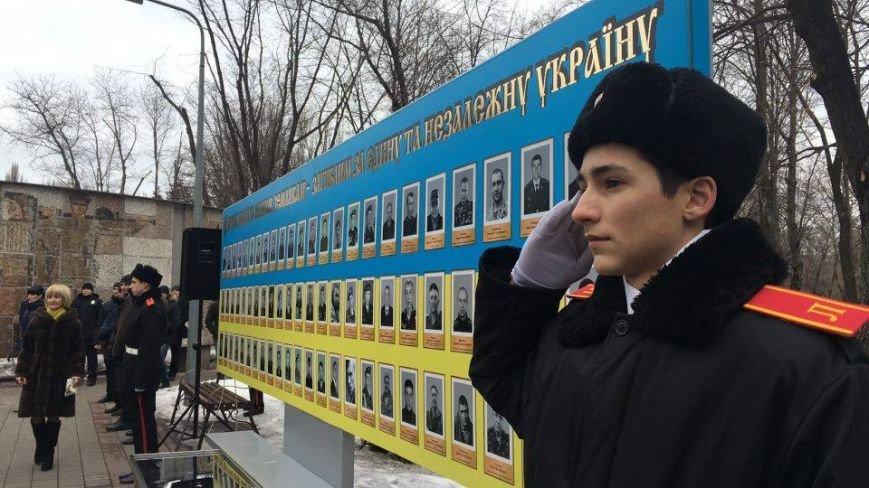 В Кривом Роге возложили цветы к мемориалам погибших героев и провели парад (ФОТО), фото-3