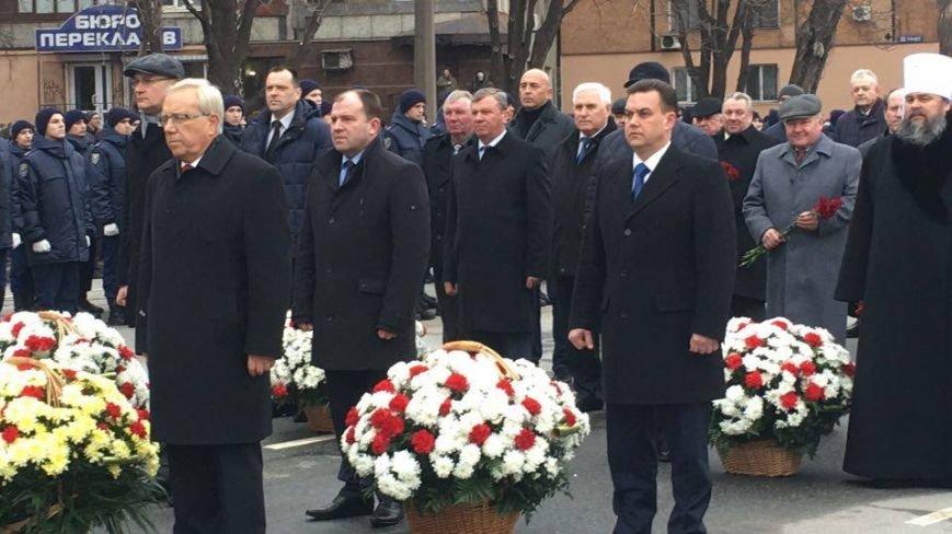В Кривом Роге возложили цветы к мемориалам погибших героев и провели парад (ФОТО), фото-13