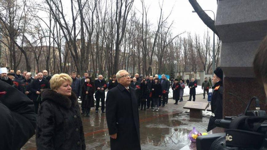 В Кривом Роге возложили цветы к мемориалам погибших героев и провели парад (ФОТО), фото-6