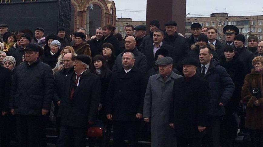 В Кривом Роге возложили цветы к мемориалам погибших героев и провели парад (ФОТО), фото-16