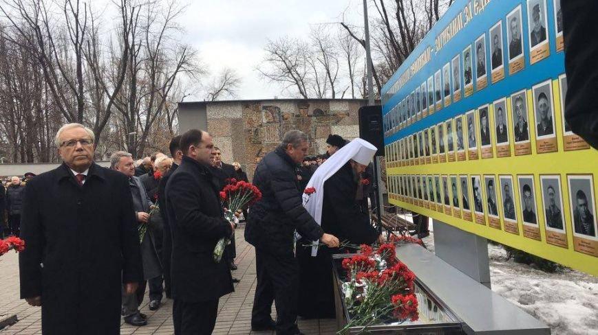 В Кривом Роге возложили цветы к мемориалам погибших героев и провели парад (ФОТО), фото-5
