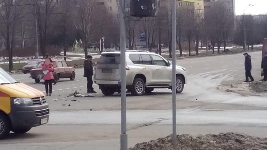 """На """"Спасской"""" в Кривом Роге столкнулись внедорожник и """"Renault"""" (ФОТО), фото-2"""