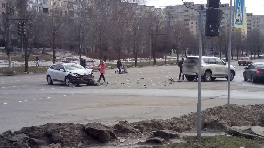"""На """"Спасской"""" в Кривом Роге столкнулись внедорожник и """"Renault"""" (ФОТО), фото-1"""