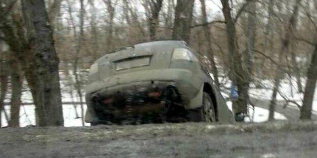 На Броварському проспекті  іномарка вилетіла в кювет і застрягла багажником вгору (Фото), фото-2