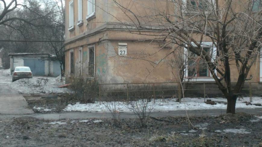 В яму, оставленную коммунальными службами Кривого Рога, провалился хлебовоз (ФОТО), фото-8