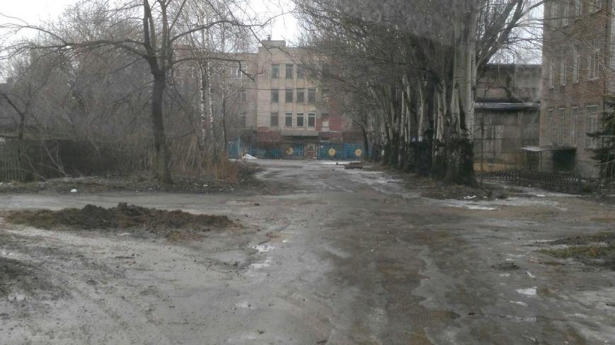 В яму, оставленную коммунальными службами Кривого Рога, провалился хлебовоз (ФОТО), фото-9