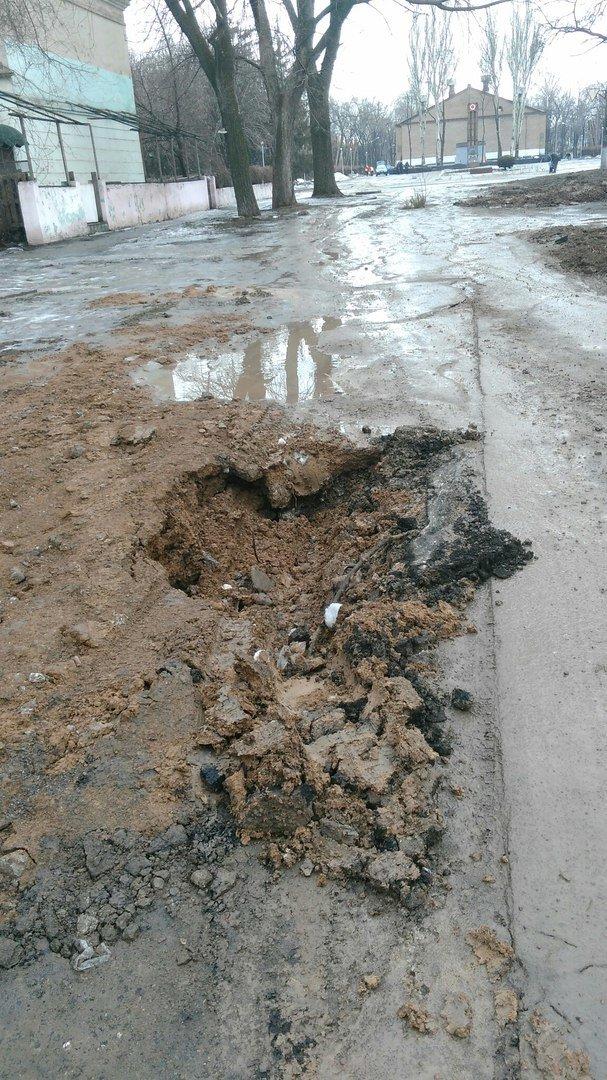 В яму, оставленную коммунальными службами Кривого Рога, провалился хлебовоз (ФОТО), фото-10