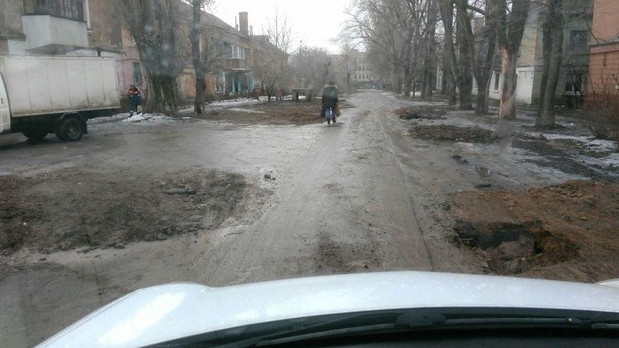 В яму, оставленную коммунальными службами Кривого Рога, провалился хлебовоз (ФОТО), фото-6