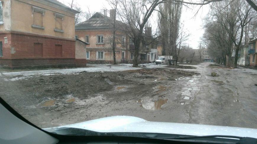 В яму, оставленную коммунальными службами Кривого Рога, провалился хлебовоз (ФОТО), фото-5