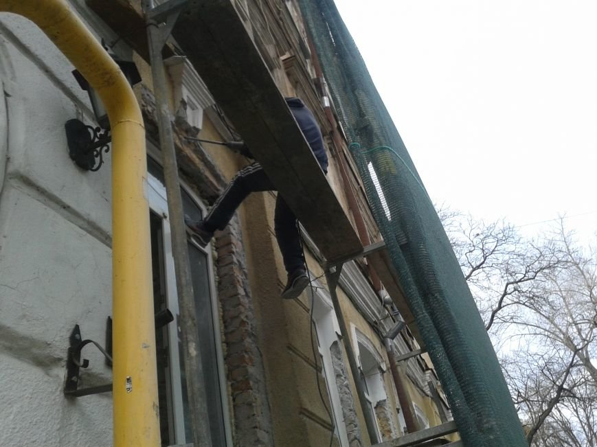 На Дворянской одесские строители уничтожают старинное здание (ФОТО), фото-2