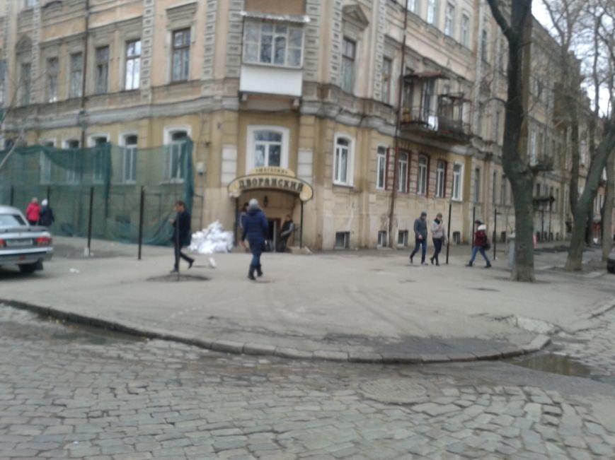 На Дворянской одесские строители уничтожают старинное здание (ФОТО), фото-1