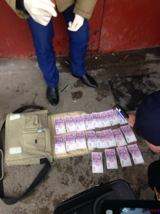 На Днепропетровщине полицейский попался во время торговли наркотиками (ФОТО), фото-3