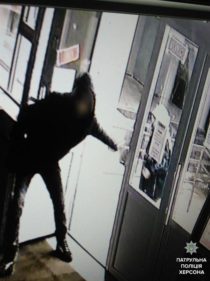 Херсонские патрульные задержали мужчину и женщину, которые за ночь совершили 4 кражи (фото), фото-2
