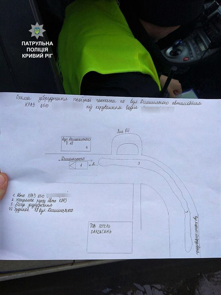 Криворожские полицейские остановили КРАЗ, рассыпавший по дороге мусор (ФОТО), фото-1