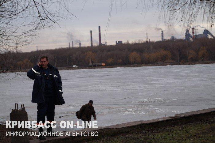 В Кривом Роге двое рыбаков провалились под лед. Одного мужчину спасти не удалось  (ФОТО, ВИДЕО), фото-3