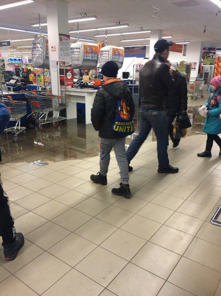 В Мелитополе затопило крупный торговый центр (видео), фото-1
